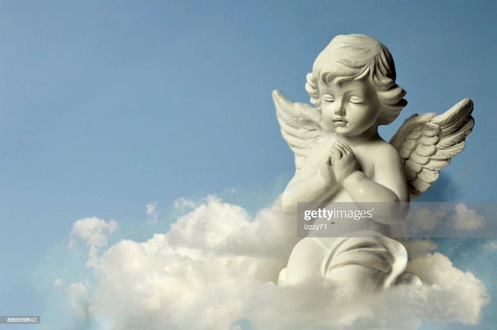 Angel väktare i molnet : Bildbanksbilder