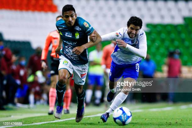 Angel Mena of Leon, competes for the ball with Jose Rivero of Cruz Azul during the 8th round match between Leon and Cruz Azul as part of the Torneo...