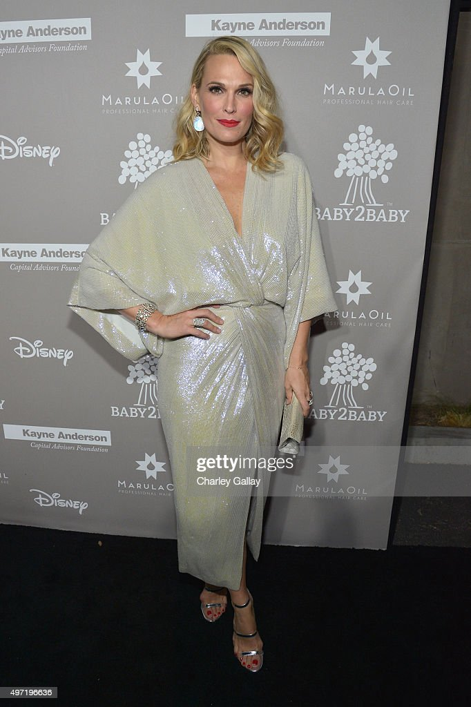 B2B Angel Molly Sims attends the 2015 Baby2Baby Gala presented by MarulaOil & Kayne Capital Advisors Foundation honoring Kerry Washington at 3LABS on November 14, 2015 in Culver City, California.