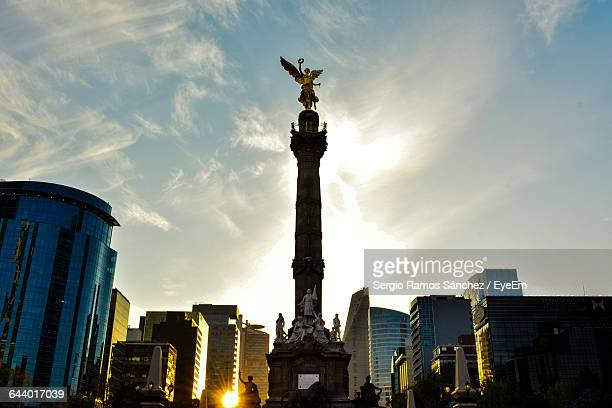 angel of independence against sky in city - independence monument mexico city stock pictures, royalty-free photos & images