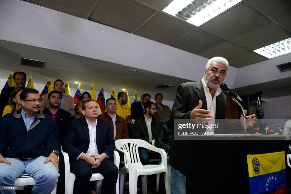 Angel Oropeza (R), political coordinator of the Venezuelan coalition of opposition parties (MUD), offers a press conference in Caracas on February 21, 2018. Venezuela's opposition announced Wednesday it would not participate in April 22 presidential elections without guarantees that they would be free and fair. /