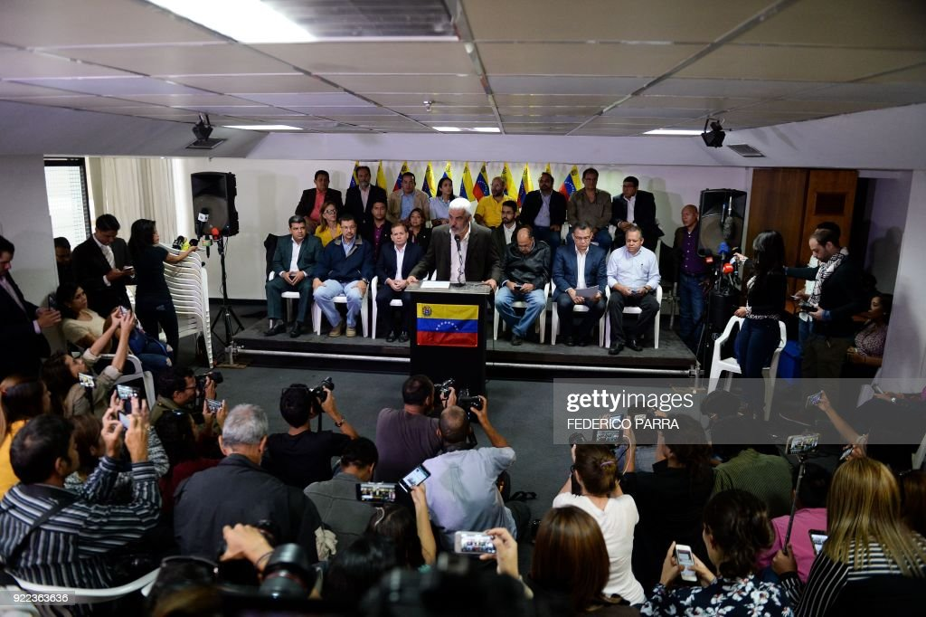 Angel Oropeza (C), political coordinator of the Venezuelan coalition of opposition parties (MUD), offers a press conference in Caracas on February 21, 2018. Venezuela's opposition announced Wednesday it would not participate in April 22 presidential elections without guarantees that they would be free and fair. /