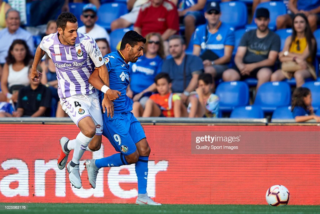 Angel Rodriguez (R) of Getafe CF competes for the ball with Francisco Jose Olivas of Real Valladolid during the La Liga match between Getafe CF and Real Valladolid CF at Coliseum Alfonso Perez on August 31, 2018 in Getafe, Spain.