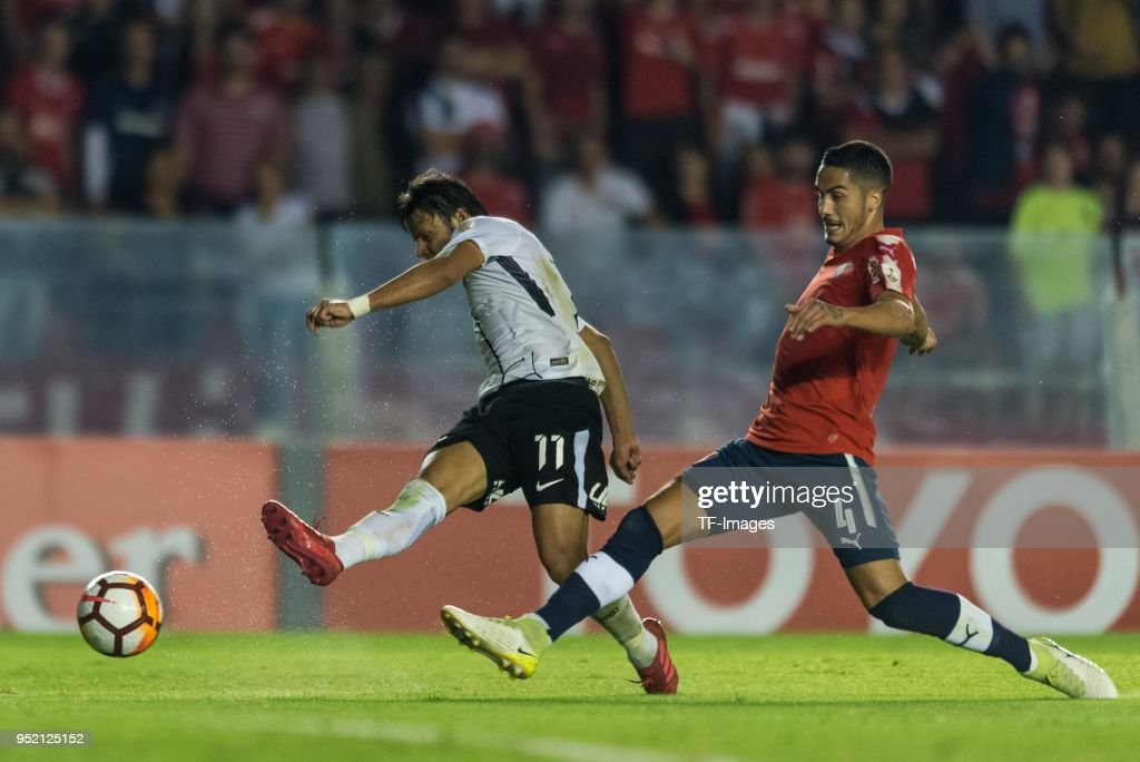 Angel Romero of Corinthians and Nicolas Figal of Independiente battle for the ball during a Group 7 match between Independiente and Corinthians as part of Copa CONMEBOL Libertadores 2018 at Libertadores de America Stadium on April 18, 2018 in Buenos Aires, Argentina.