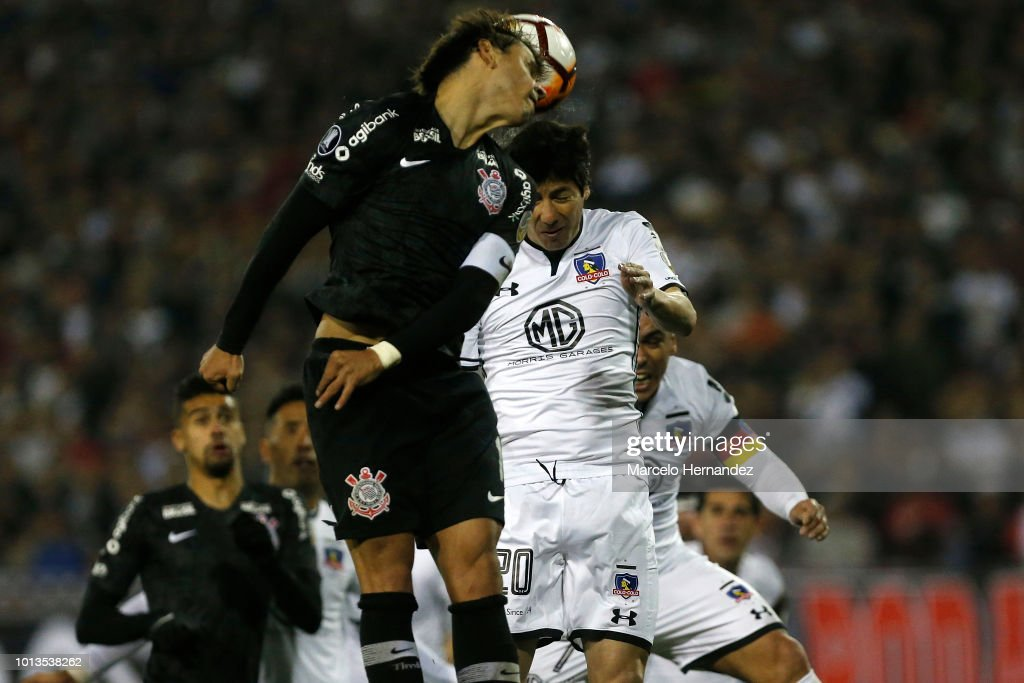 Angel Romero of Corinthians fights for the ball with Jaime Valdes of Color Yolo during a round of sixteen first leg match between Colo Colo and Corinthians as part of Copa CONMEBOL Libertadores 2018 at Estadio Monumental on August 8, 2018 in Santiago, Chile.