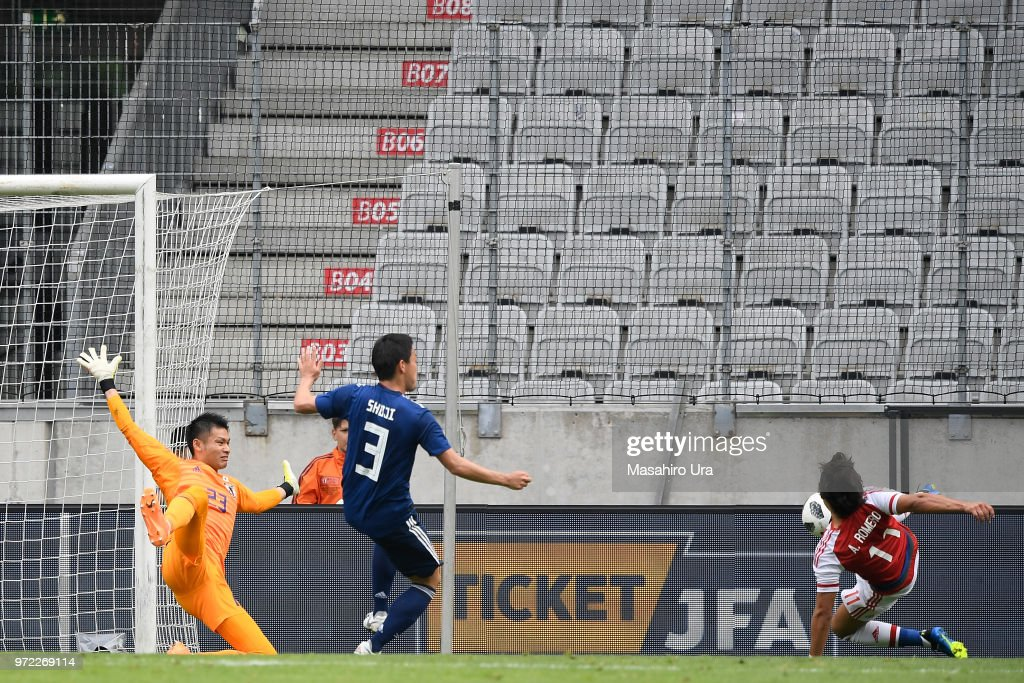 Angel Romero of Paraguay scores a disallowed goal past Kosuke Nakamura of Japan during the international friendly match between Japan and Paraguay at Tivoli Stadion on June 12, 2018 in Innsbruck, Austria.