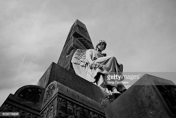 angel sculpture - angel of death imagens e fotografias de stock