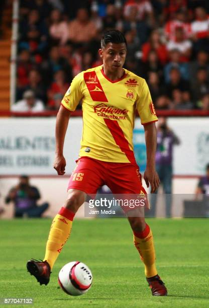 Angel Sepulveda of Morelia drives the ball during the 17nd round match between Necaxa and Morelia as part of the Torneo Apertura 2017 Liga MX at...