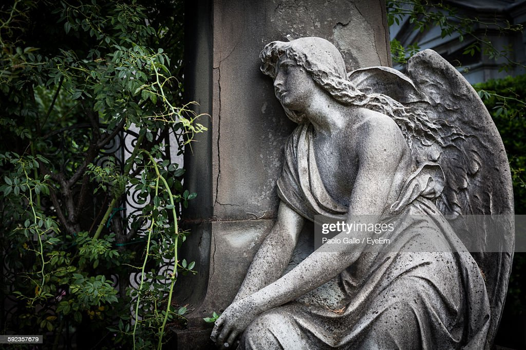 Angel Statue In Cemetery : Stock Photo