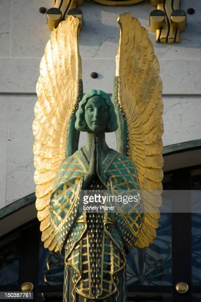 angel statue, kirche am steinhof. - kirche imagens e fotografias de stock