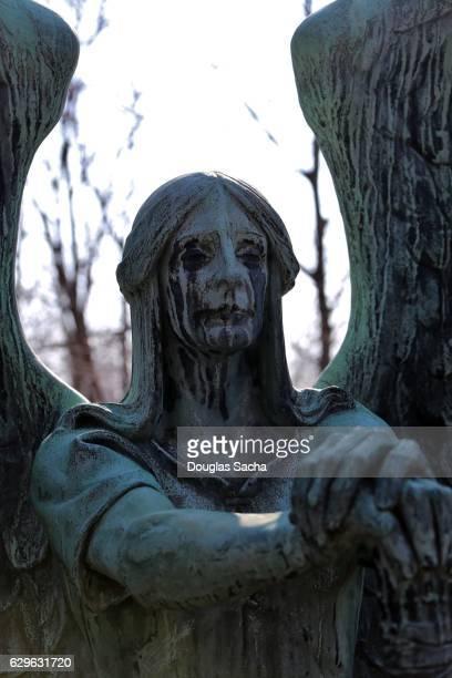 angel statue - angel of death imagens e fotografias de stock