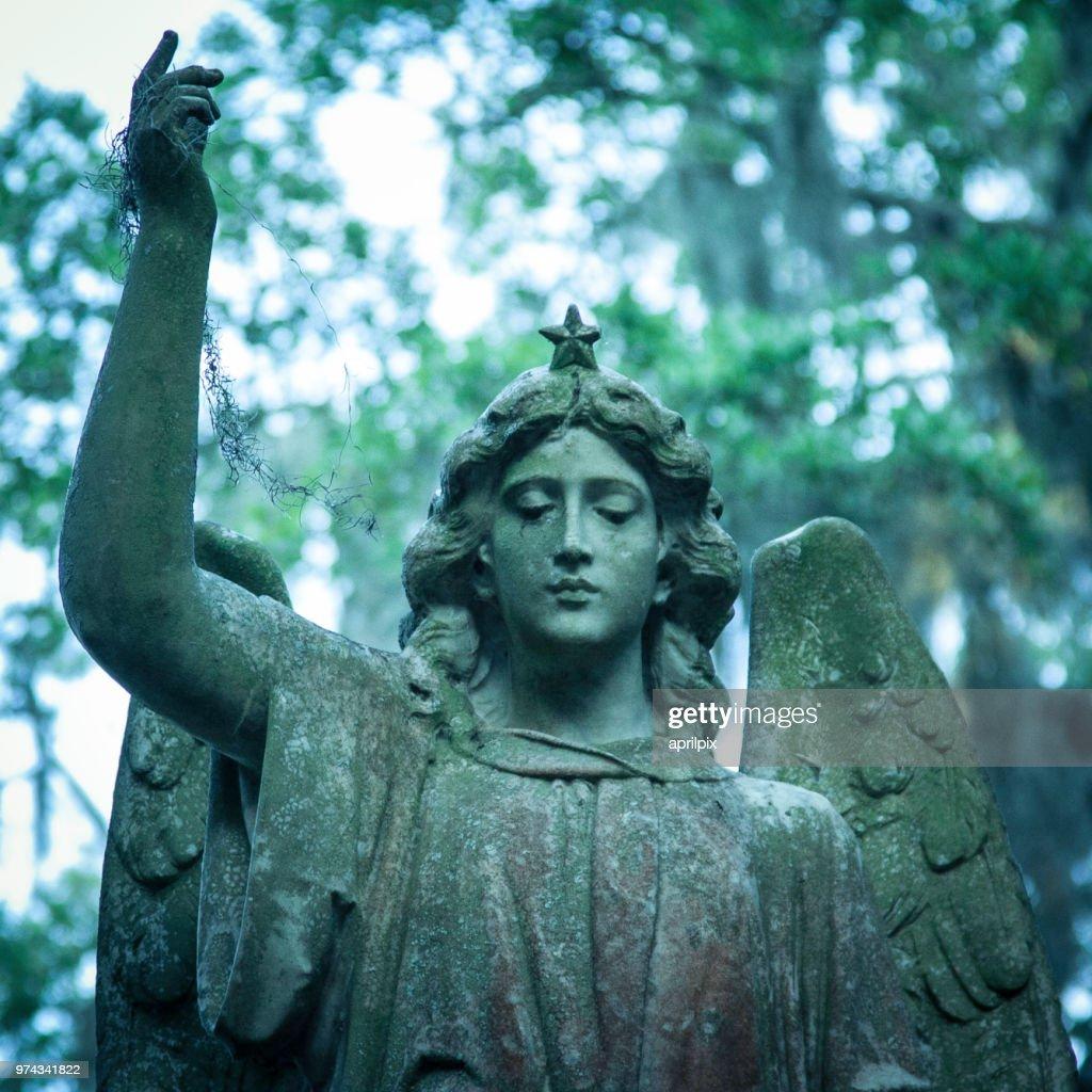 Angel statue with raised arm, Savannah, Georgia, USA : Stock Photo