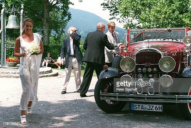 Angela Barzen Hochzeit MariaHimmelfahrtKirche/Bad Wiessel/amTegernsee Brautstrauß Oldtimer AutoCabrio