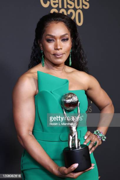 Angela Bassett poses with the Outstanding Actress in a Drama Series award for 911 at the 51st NAACP Image Awards Presented by BET at Pasadena Civic...