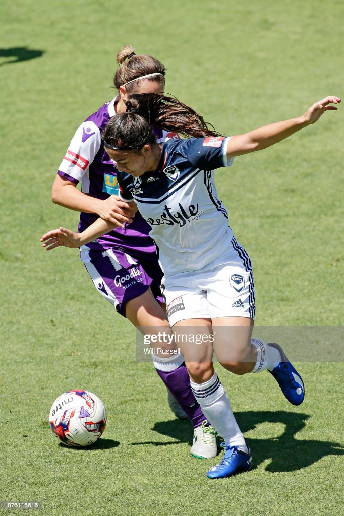 Angela Beard of the Victory controls the ball during the round four W-League match between Perth Glory and Melbourne Victory at nib Stadium on November 19, 2017 in Perth, Australia.