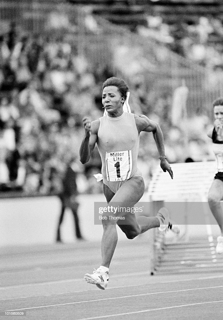 Angela Issajenko of Canada running in the Miller Lite IAC meet held at Crystal Palace, London on 8th August 1986. (Bob Thomas/Getty Images).
