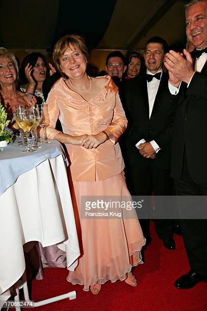 Angela Merkel Bei Den 94 Richard Wagner Festspielen Mit Der Aufführung Von 'Tristan Und Isolde' Im Festspielhaus Bayreuth Am 250705
