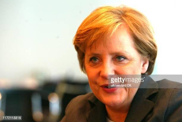 Angela Merkel Bundeskanzlerin der Bundesrepublik Deutschland in ihrem Buero Bureau Büro im Bundeskanzleramt Kanzleramt beim Interview mit DIE WELT...