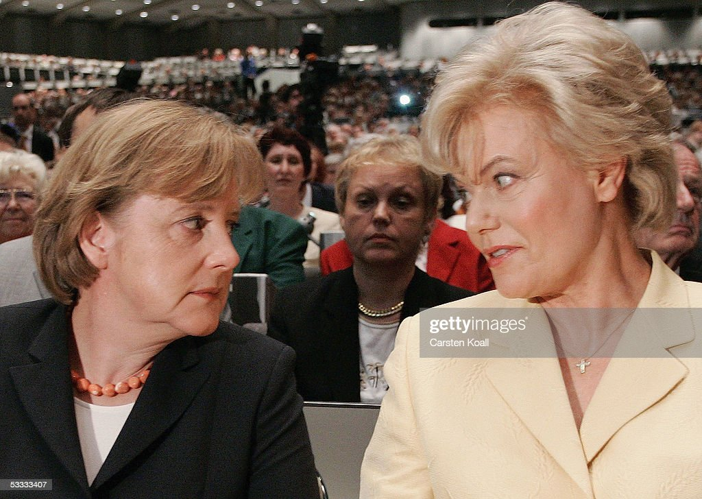 Merkel Attends Congress of Federation of Displaced Persons : News Photo