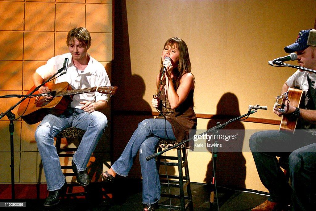 20th Annual SXSW Film and Music Festival - ME Television/DirtyChildren.Us Orange Room - Day 4 - LIVE! in Studio : ニュース写真