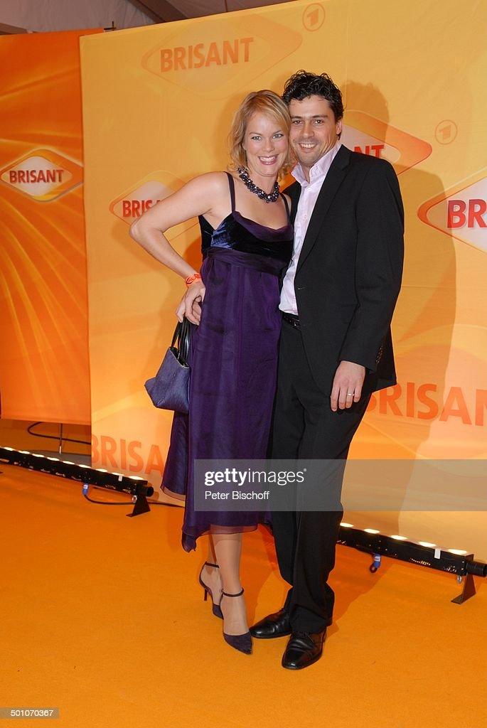 Angela Sandritter, Ehemnn Franz Olbert, MDR 'Brisant Brillant 2007' Verleihung, München, Bayern, Deutschland, Europa, Preis, Auszeichnung, roter Teppi : News Photo