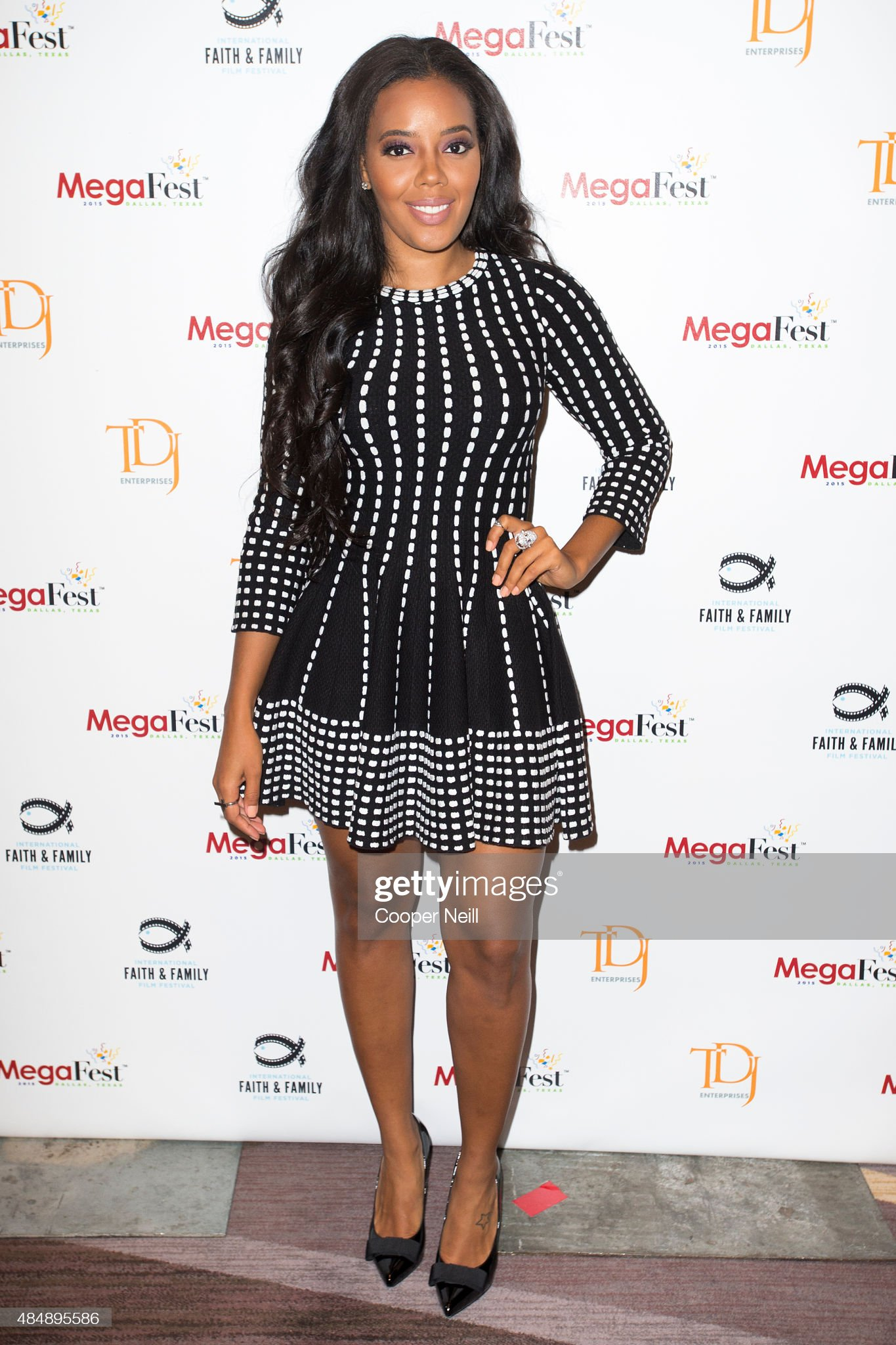 Top 80 Famosas Foroalturas - Página 2 Angela-simmons-poses-before-the-megafest-millennial-panel-at-the-omni-picture-id484895586?s=2048x2048