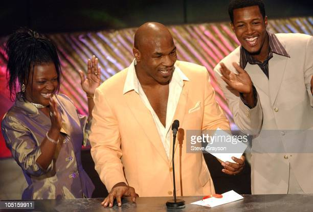 Angela Spivey Mike Tyson and Flex Alexander present the award for RB/Soul Album of The Year