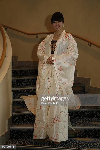 Angela Wang Xinru Porträt Teilnehmerin der Queen of the worldWahl 2006 Finale der Queen of the worldWahl 2006 Kurhaus Wiesbaden Deutschland ProdNr...