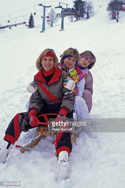 Angela Wepper Prinzessin Stephanie von Hohenzollern Valerie von Hohenzollern Winterurlaub in Tirol Söll sterreich Berg Schnee Stirnband Winteranzug...