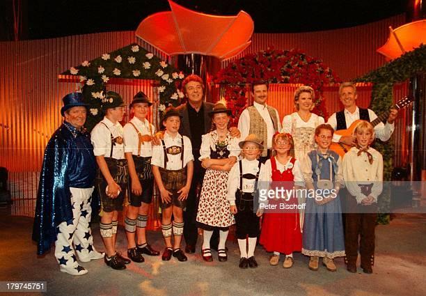 Angela Wiedl mit Vater Wilhelm Wiedl undBruder Willi Wiedl jun Michael SchanzeBuchsbam Musi ARDShow KinderquatschHansaPark in Sierksdorf