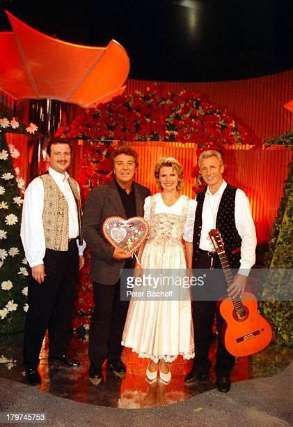 Angela Wiedl mit Vater Wilhelm Wiedl undBruder Willi Wiedl jun Michael SchanzeARDShow Kinderquatsch HansaPark inSierksdorf