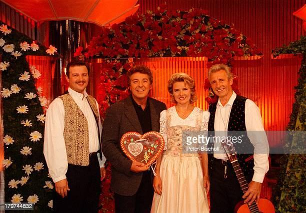 Angela Wiedl mit Vater Wilhelm Wiedl undBruder Willi Wiedl jun und MichaelSchanze ARDShow KinderquatschHansaPark in Sierksdorf