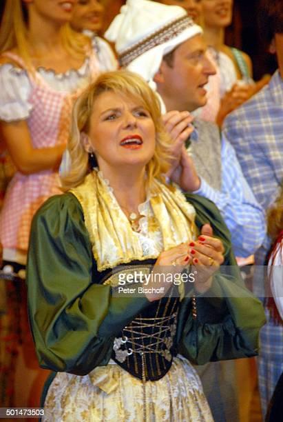 """Angela Wiedl und weitere Mitwirkende, ARD/ORF/SF-Musikshow """"Musikantenstadl"""", """"Olympiahalle"""", München, Bayern, Deutschland, Europa, Oktoberfest-Show,..."""