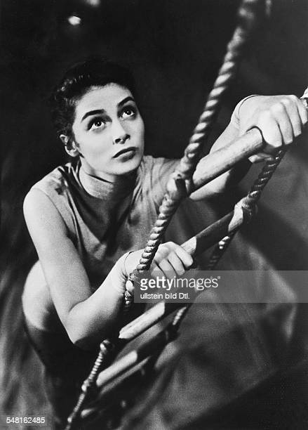 Angeli Pier Actress Italy/USA * Scene from the movie 'The Story of Three Loves'' Directed by Vincente Minnelli /Gottfried Reinhardt USA 1953 Produced...