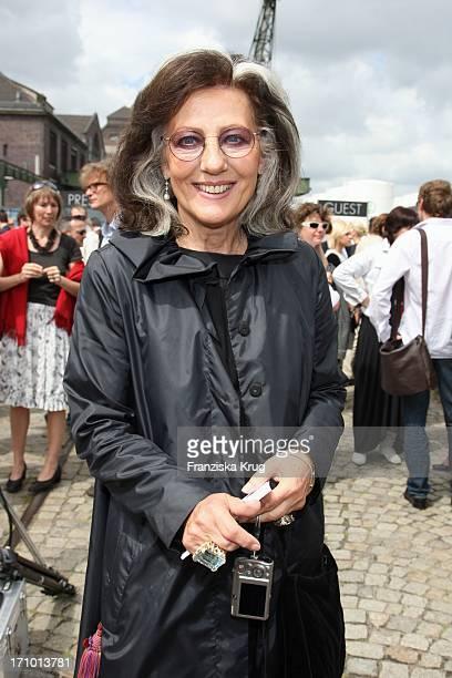 Angelica Blechschmidt Bei Der Ankunft Zu Hugo Boss Fashionshow Bei Der Mercedes Benz Fashionweek In Berlin