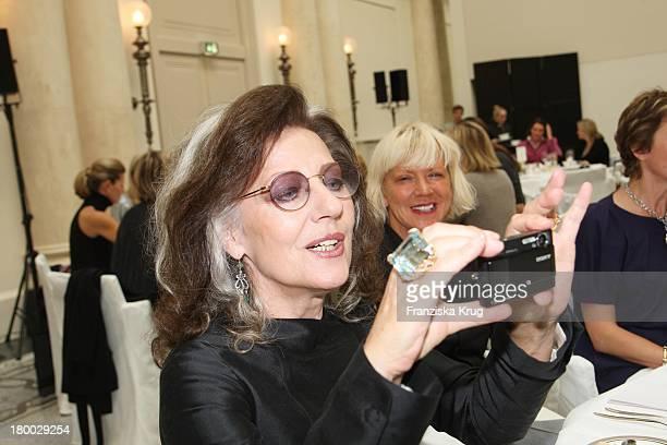 Angelica Blechschmidt Fotografiert Beim Rena Lange Ladies Lunch Im Hotel De Rome In Berlin