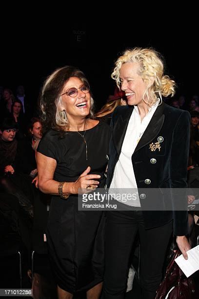 Angelica Blechschmidt Und Ellen Von Unwerth Bei Der Strenesse Modenschau Bei Der 'Mercedes Benz Fashion Week 2008' In Berlin