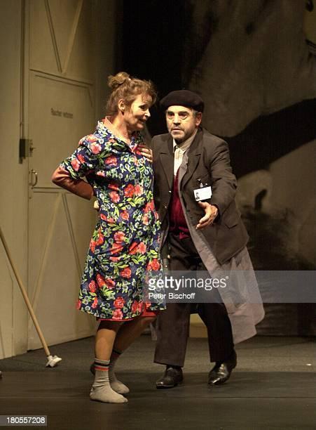 Angelica Domröse Hilmar ThateTheaterstück Maria und Josef von PeterTurrini Komödie am Ku'damm BerlinBühne Kittel Putzfrau Mütze Schrubber