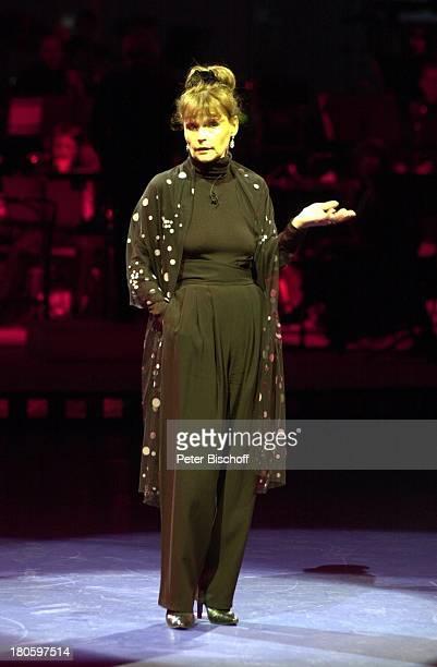 Angelika Domröse Gala zum 100 Geburtstag von Marlene Dietrich FriedrichstadtPalast Berlin Deutschland Europa Auftritt Bühne