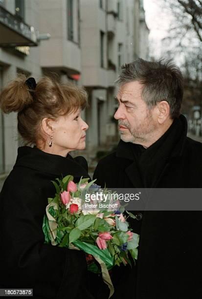Angelika Domröse Hilmar Thate Berlin Deutschland EuropaBlumenstrauss Blumen