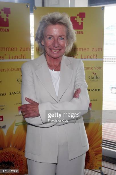 Angelika Jahr Stlicken Beim 'Dkms Life Ladies Lunch' Im Au Quai In Hamburg
