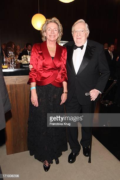 Angelika Jahr Und Ehemann Rudolf Stilcken Bei Der 15 Festlichen Operngala Für Die Aids Stiftung In Der Deutschen Oper In Berlin Am 081108