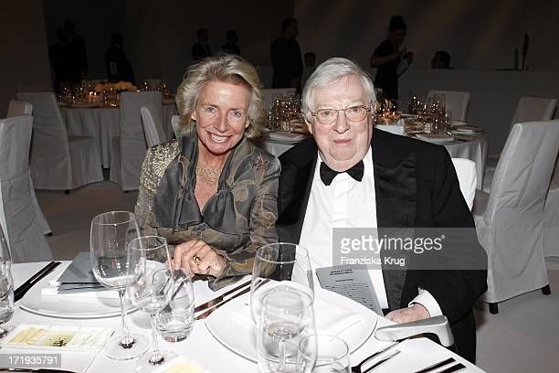 Angelika Jahr Und Ehemann Rudolf Stilcken Beim 20 Jährigen Jubiläum Und Der Preisverleihung Des Montblanc De La Culture Arts Patronage Award 2011 In...