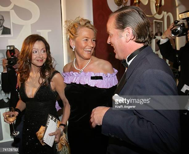 Angelika JahrStilcken Enno Baron von Ruffin and singer Vicky Leandros attend the Henri Nannen Award at the Deutsche Schauspielhaus on May 11 2007 in...