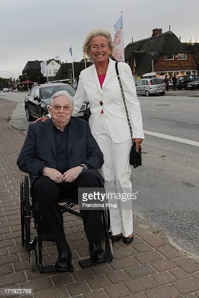 Angelika JahrStilcken Mit Ehemann Rudolf Stilcken Beim Traditionellen Krebsessen Bei Manfred Baumann In Kaamp Hüs In Kampen Auf Sylt