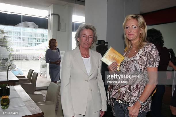 Angelika JahrStilcken Und Schwangere Katja Kessler Beim 'Dkms Life Ladies Lunch' Im Au Quai In Hamburg