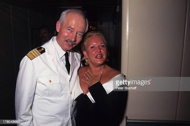 Angelika Milster Kapitän Engbert Wolters ARDSpecial Die große R e i s e Folge Auch erben soll gelernt sein MS EuropaKreuzfahrt von Las Palmas über...