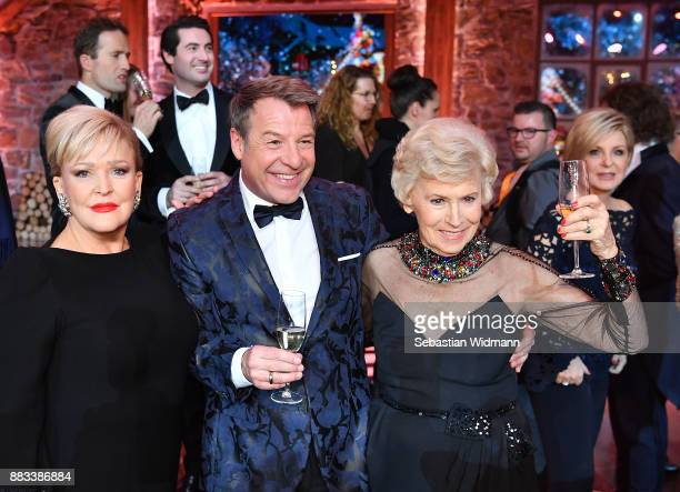 Angelika Milster Patrick Lindner and Waltraud Haas pose at the tv show 'Heiligabend mit Carmen Nebel' on November 29 2017 in Munich Germany The show...