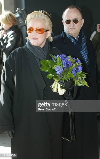 Angelika Milster und Ehemann Andre Bauer Trauerfeier für Horst Buchholz Trauergottesdienst KaiserWilhelmGedächtnisKirche Berlin Deutschland Europa...