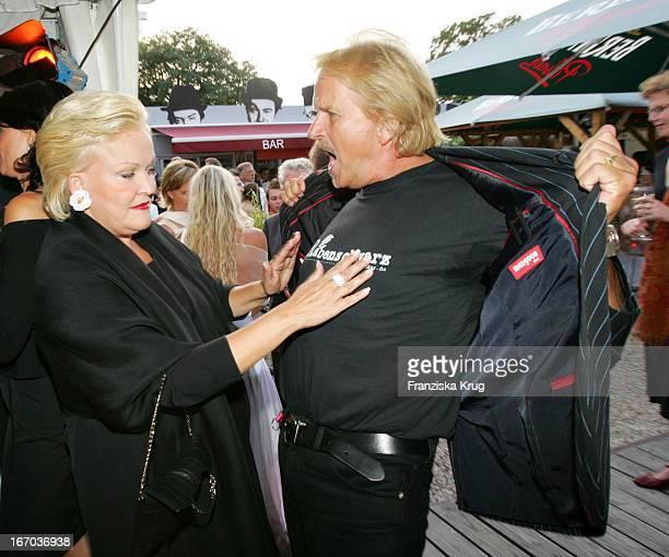 Angelika Milster Und Frank Zander Bei Der Verleihung Des Brisant Brillant Im Tipi Zelt Am Kanzleramt In Berlin Am 030905